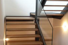 IMAGE-A-LA-UNE_SABCO_rembarde-escalier-verre-maison_glass-stair-railing-Annecy